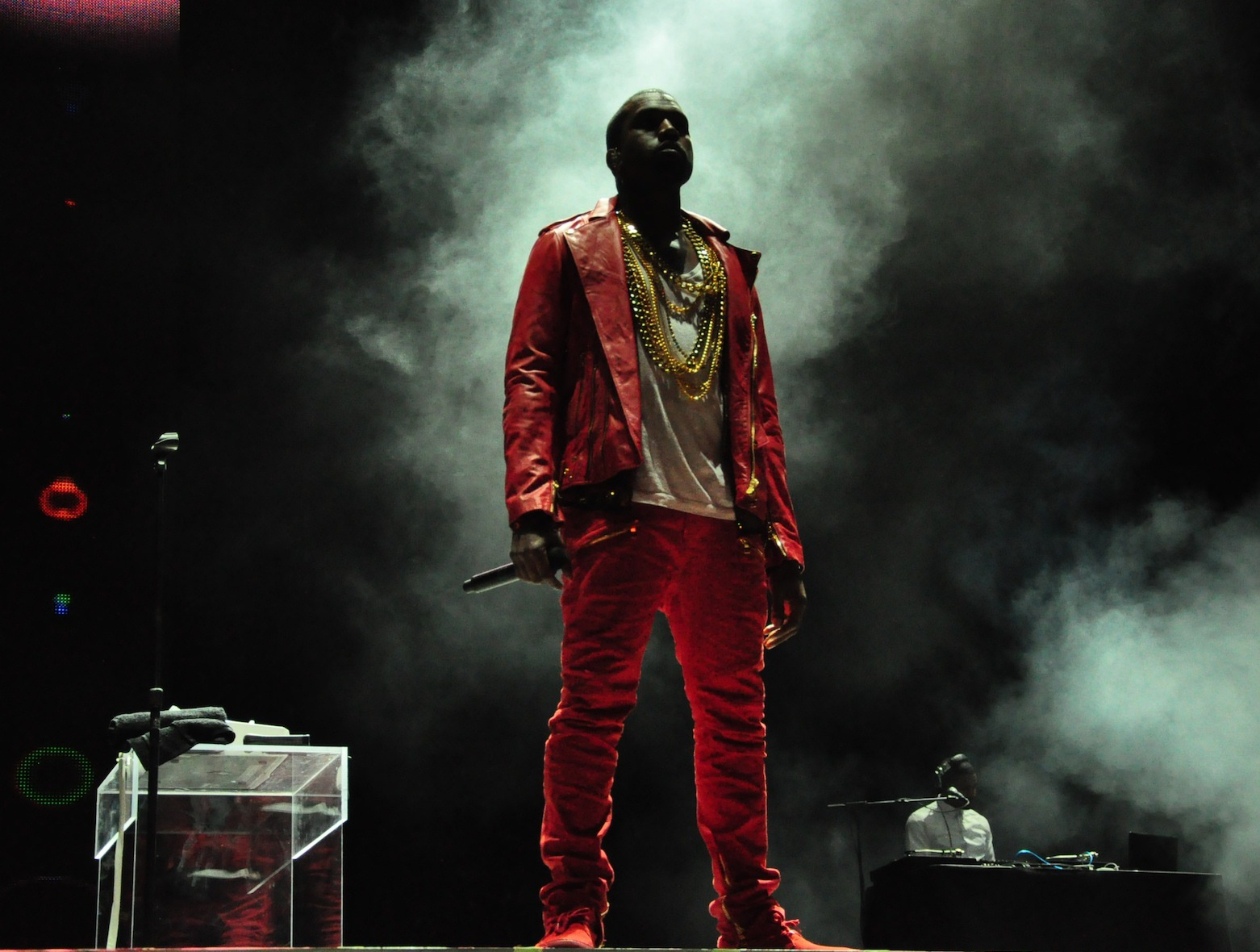 Kanye West To Ring In 2017 With A Special Concert At Barclays