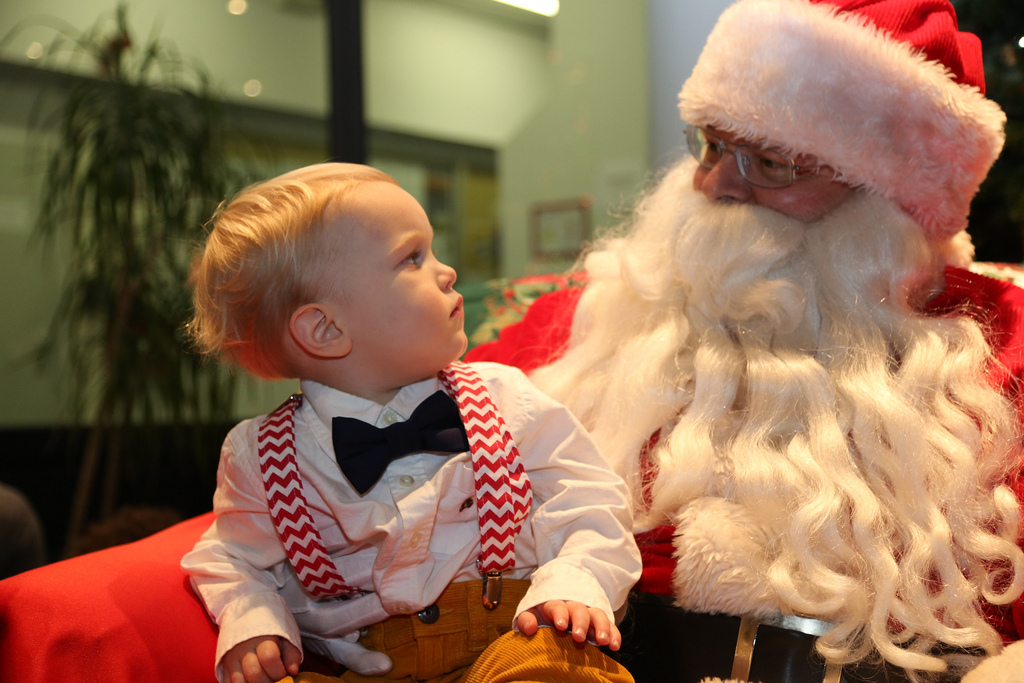 7 places to score a photo with santa claus around brooklyn ourbksocial - Santa Claus With Kids